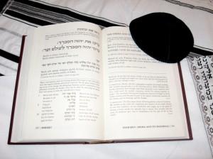 ht_prayerbookkippot_sm